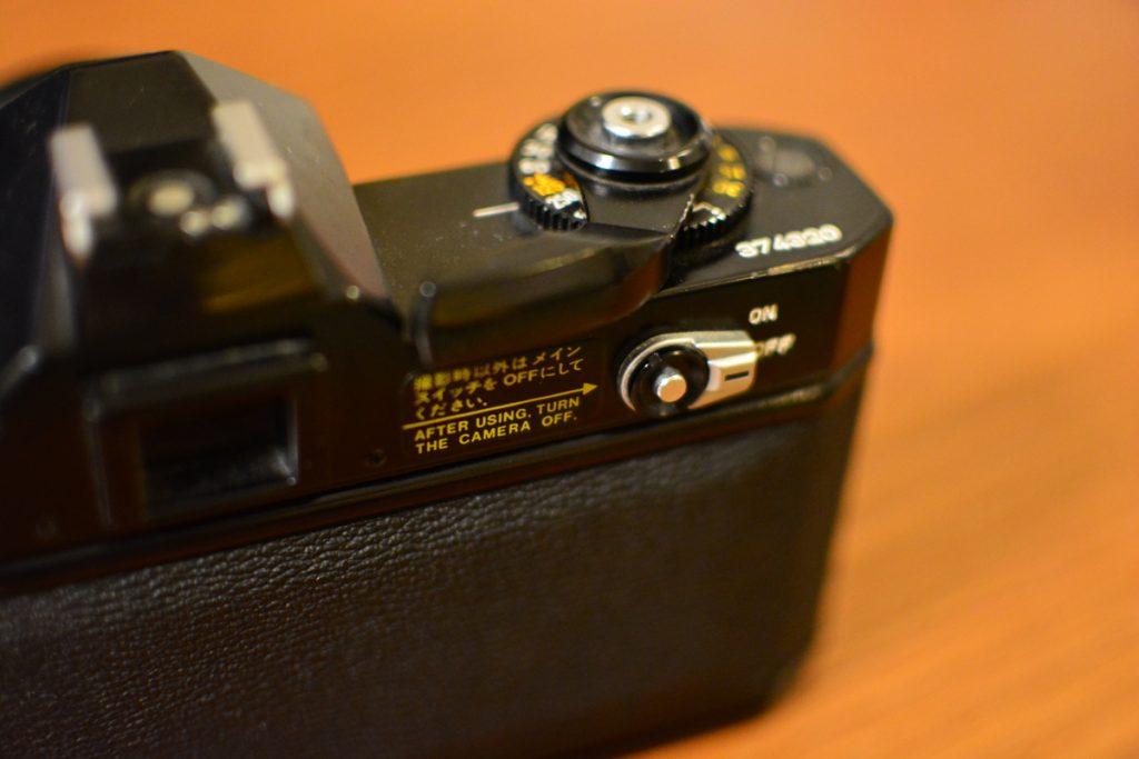電源のON/OFFの切り替えボタンがあり、カバンに入れて持ち運ぶ際の誤動作が防げます。